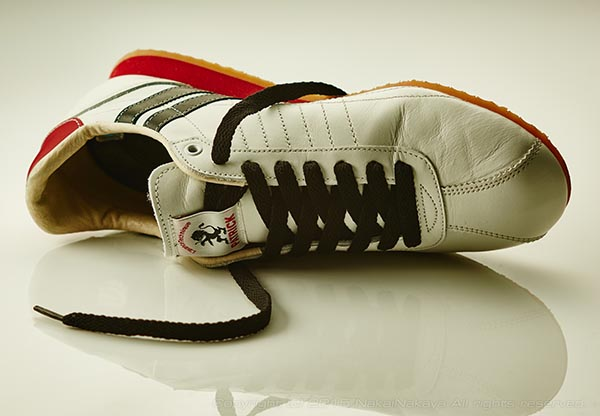 WhiteSneakers_01