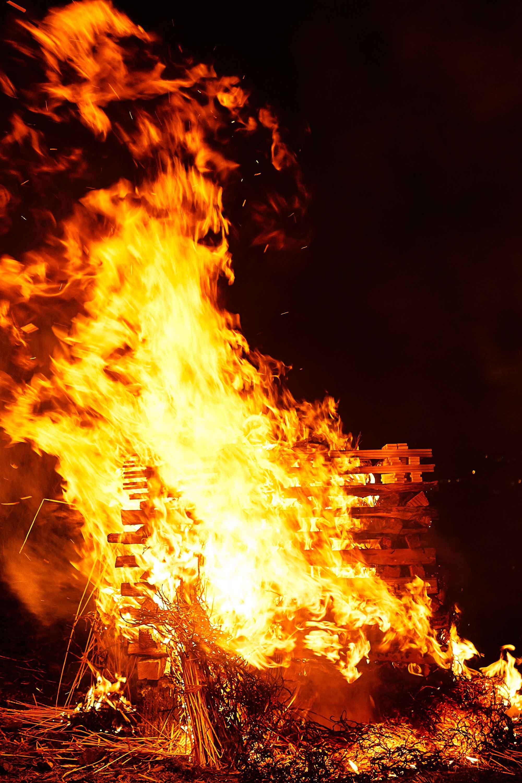 炎の真の姿はこうだった!(超高速シャッター発動) | 使える機材 Blog!